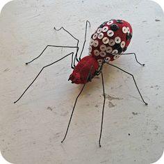 Soft sculpture Spider with Vintage button spots. I Mister Finch. Art Textile, Textile Artists, Button Art, Button Crafts, Textiles, Mister Finch, Insect Art, Soft Sculpture, Quilts