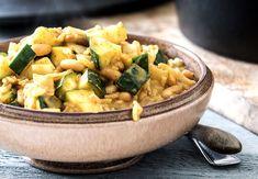 Voor alle drukke mensen onder ons, Voedzaam & Snel heeft weer een supersnel receptje voor je! Binnen no-time staat dit éénpansgerecht met curry bij jou op tafel.