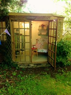 Summerhouse with Wifi decorated vintage shabby chic
