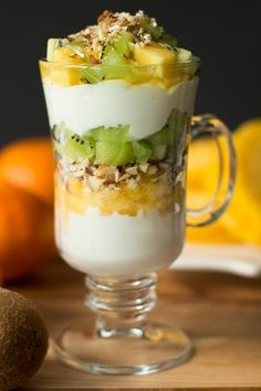 Kiwi and Pineapple Parfait. Delicious and healthy Kiwi and Pineapple Parfait. You will need only 6 ingredients to make this dessert perfect for summer. Parfait Recipes, Fruit Recipes, Dessert Recipes, Cooking Recipes, Brunch Recipes, Refreshing Desserts, Delicious Desserts, Yummy Food, Healthy Breakfast Recipes