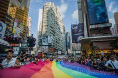 香港(Hong Kong)で開かれた同性愛者のパレード(2012年11月10日撮影、資料写真)。(c)AFP/Philippe Lopez ▼10Jun2014AFP|香港当局、英領事館での同性婚許可を拒否 http://www.afpbb.com/articles/-/3017261 #Pride_parade #pride_event #Hong_Kong #Hongkong