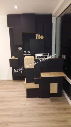 Espace comptoir / caisse avec espace vente et rangement en panneaux EGGER PerfectSense Matt noir
