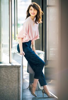 love the flutter top Ol Fashion, Office Fashion, Business Fashion, Fashion Pants, Asian Fashion, Modest Fashion, Fashion Outfits, Womens Fashion, Business Casual Outfits