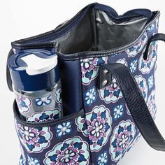 Designed for convenience, the Westerly Lunch Bag Set is full of features that will make it easy to enjoy a fresh and healthy meal anywhere! Lunch bag is made of