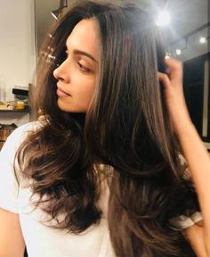 Deepika with new hair look! Deepika Padukone Hair Cut, Deepika Padukone Hairstyles, Bollywood Celebrities, Bollywood Actress, Straight Hairstyles, Cool Hairstyles, Hairdos, Dipika Padukone, New Hair Look