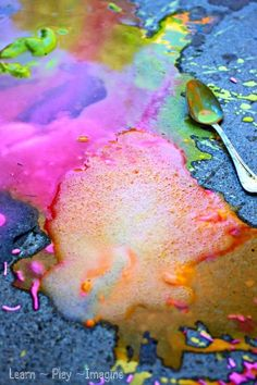 Erupting sidewalk chalk paint recipe - no vinegar needed!  Simple recipe for play that kids of all ages will love. paint ideas, sidewalk chalk, chalk paint recipes, kid