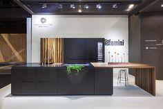DuPont™ Corian®, junto a otras firmas del diseño de interiores, estuvo presente en la pasada edición de LivingKitchen de Colonia con la cocina Block VII
