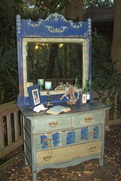 amazing painted dresser by one of my favs, the Junk drawer diva!!!