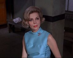 Barbara Bain as Cinnamon Carter, a lovely spy Kids Shows, Tv Shows, 1960s Hair, Charlotte Bronte, Princess Margaret, Mission Impossible, Julia Roberts, Vintage Hairstyles, Cinnamon