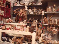 Marchand de jouets, boutique miniature par Charlie pour la Boîte à poupées sur le site www.laboiteapoupees.free.fr