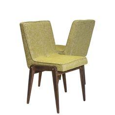 Klasyka dizajnu polskiego, krzesło tapicerowane projektu prof. Józefa Chierowskiego.Krzesło wykonane jest z naturalnego bukowego drewna,…