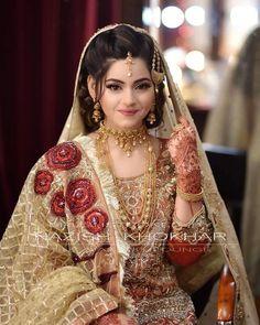 Pakistani Bridal Jewelry, Bridal Mehndi Dresses, Desi Wedding Dresses, Pakistani Wedding Outfits, Indian Bridal Outfits, Indian Bridal Makeup, Bridal Makeup Looks, Bridal Looks, Pakistani Dresses