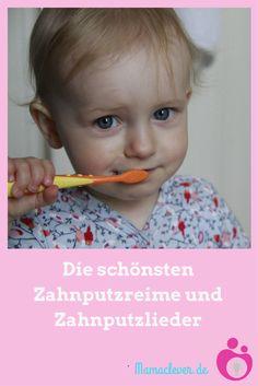 Einem kleinen Kind die Zähne zu putzen, kann zu einer ziemlich schwierigen und stressigen Angelegenheit werden, wenn sich die Kleinen nicht kooperativ zeigen. Manchmal hilft ein schönes Lied oder ein Zahnputzreim. Mamaclever hat die schönsten Zahnputzlieder und die besten Reime zum Zähneputzen zusammengetragen.