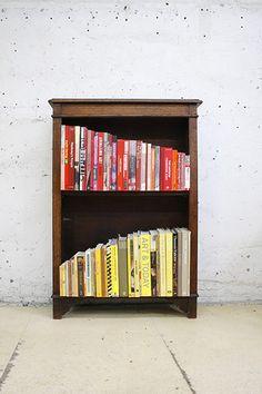 this bookshelf pleases me.