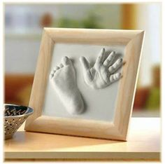 Die Geburt eines Babys ist ein besonderer Moment zum Schenken. Es ist üblich, dass man bei dem ersten Besuch ein kleines Geschenk überreicht. Ich möchte euch mit dieser Liste, die Auswahl ein klein wenig erleichtern.