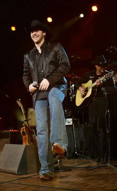 Chris Young Photo Gallery « Country Music News, Artists, Interviews – US99.5