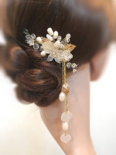 Wedding Hair Comb Pearl Hair Comb Bridal Hair Comb Wedding, Flower Wedding Hair Piece For Bride, Pearl Headpiece For Bride, Hair Piece Bride - Modern Wedding Hair Flowers, Hair Comb Wedding, Wedding Hair Pieces, Bridal Hair, Flower Hair, Pearl Bridal, Wedding Hairstyle, Wedding Veils, Bridal Headpieces
