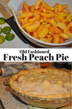 There's nothing like an old fashioned Fresh Peach Pie! There's nothing like an old fashioned Fresh Peach Pie! Dessert Simple, Easy Peach Pie, Homemade Peach Cobbler, Peach Pie Recipes, Recipe For Fresh Peach Pie Filling, Tartelette, Fruit Pie, Pie Cake, Pie Dessert