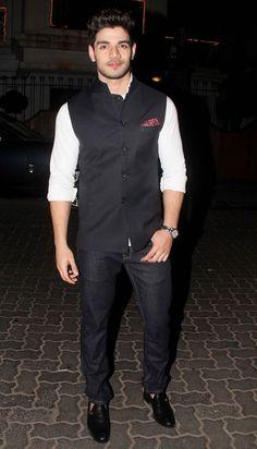 Photos: Salman Khan and other Bollywood celebs at a Diwali bash Couple Wedding Dress, Wedding Dresses Men Indian, Nehru Jacket For Men, Nehru Jackets, Blazer Outfits Men, Stylish Mens Outfits, Indian Men Fashion, Mens Fashion Suits, Boys Kurta Design