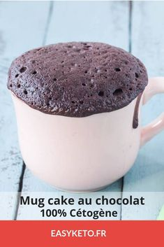 Chocolate keto muke cake, ready in less than a minute. A ketogenic recipe tested and validated! Chocolate keto muke cake, ready in less than a minute. A ketogenic recipe tested and validated! Ketogenic Recipes, Keto Recipes, Cake Recipes, Dessert Recipes, Healthy Recipes, Ketogenic Cake Recipe, Mug Cakes, Desserts Keto, Cinnamon Benefits