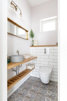 Read More About Unique Bathroom Renovation Ideas bathroomremodelcolumbia bathr&; Read More About Unique Bathroom Renovation Ideas bathroomremodelcolumbia bathr&; D Ar dgarzate baños Read More About Unique Bathroom Renovation […] guest room with bathroom Small Downstairs Toilet, Small Toilet Room, Downstairs Cloakroom, Guest Toilet, Bathroom Design Small, Bathroom Layout, Bathroom Interior Design, Bathroom Ideas, Small Toilet Design