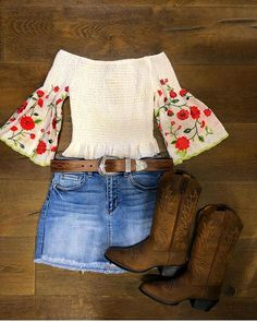 Cowgirl Boots - Ideas To Successfully Owning Many Great Shoes Cute Cowgirl Outfits, Cowboy Boot Outfits, Rodeo Outfits, Western Outfits, Western Wear, Dance Outfits, Cute Outfits, Cowgirl Outfits For Women Dresses, Cow Girl Outfits