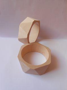 1 bracelet rond en bois naturel,motif:triangles à personnaliser : Autres accessoires bijoux par monika-g