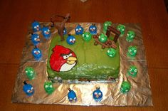 An Angry Birds cake