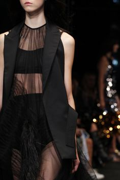 See detail photos for Vera Wang Spring 2016 Ready-to-Wear collection.