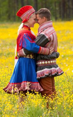 Sami folk dress from Kautokeino, used as part of living tradition. Lappland, We Are The World, People Around The World, Traditional Fashion, Traditional Dresses, Folk Costume, My Heritage, World Cultures, Beautiful People