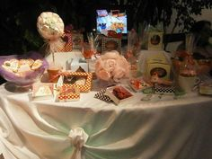 Mesa de Souvenis comestibles, CEntros de mesa, Topiarios,Bocaditos Sucreme, Bombones...