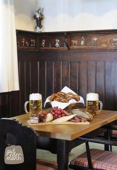 Gibt's bei uns im Gut Edermann. Gutes Bier von der Privatbrauerei Wieninger aus Teisendorf und regionale Spezialitäten auf dem Brotzeitbrett.