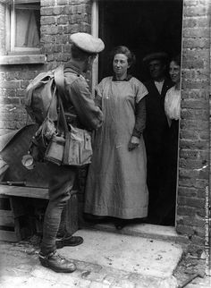 1914: A British soldier says goodbye to his family before leaving for the war
