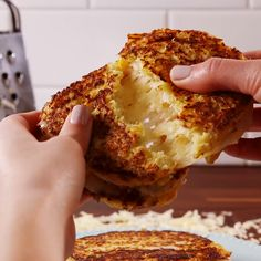 Cauliflower Grilled Cheese - Snacks - Home Comida Keto, Vegetable Recipes, Keto Veggie Recipes, Air Fryer Recipes Keto, Keto Pasta Recipe, Vegetarian Recipes Videos, Gluten Free Recipes For Breakfast, Healthy Recipe Videos, Paleo Breakfast