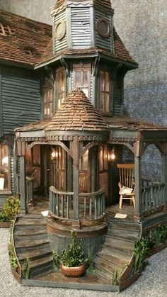 DIY doll house by using a shoebox - There are different methods of making doll houses using different material. The easiest is to make a DIY doll house by using shoebox. These doll house. Haunted Dollhouse, Haunted Mansion, Dollhouse Miniatures, Victorian Dollhouse, Victorian House, Dollhouse Dolls, Haunted Dolls, Victorian Dolls, Vintage Dollhouse