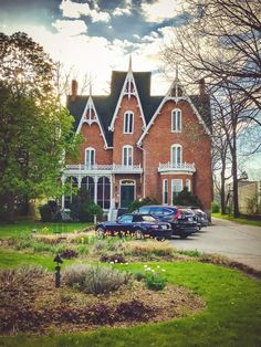 """Merrill Inn, Picton, Prince Edward County, Kanada - """"Vine and Dine"""" in der neuesten Weinregion von Ontario - Beautiful Places for Lovers Prince Edward, Ontario, Toronto, Witch House, Canada Travel, House In The Woods, Vines, Beautiful Places, Design Inspiration"""