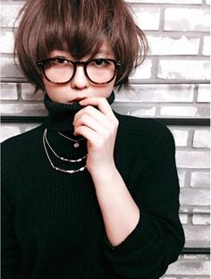 this is proof turtle-necks can be cute Short Bob Hairstyles, Trendy Haircuts, Girl Hairstyles, Androgynous Haircut, Short Hair Styles, Natural Hair Styles, Shoulder Hair, Salon Style, My Hairstyle