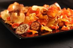 Crispy roasted veggie chips - A list of AMAZING different recipes here! Baked Carrot Chips, Baked Carrots, Roasted Carrots, Healthy Chips, Healthy Snack Options, Healthy Snacks, Eat Healthy, Radish Chips, Diet