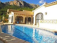 Reach Spain to enjoy heavenly peace and exotic scenery during vacations