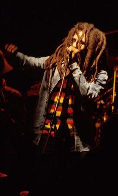 Bob Marley live! Bob Marley Legend, Reggae Bob Marley, Music Film, Music Icon, Rastafarian Culture, Bob Marley Pictures, Marley Family, Jah Rastafari, Robert Nesta