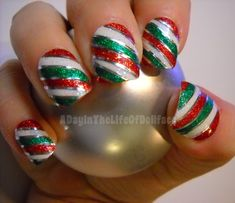 Coming towards my post which is highlighting red / green / gold Christmas nail art designs & ideas of These Xmas nails are adorable and you must apply Diy Christmas Nail Art, Holiday Nail Art, Gold Christmas, Christmas Candy, Simple Christmas, Fancy Nails, Cute Nails, Pretty Nails, Diy Nail Designs
