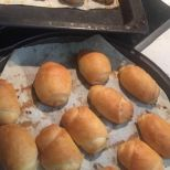 Συνταγή: Τυροπιτάκια εύκολα | Συνταγούλης Hot Dog Buns, Hot Dogs, Hamburger, Bread, Food, Breads, Baking, Hamburgers, Meals