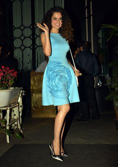 Kangana Ranaut looked pretty as a picture in sky blue knee length dress at Sanjay Leela Bhansali's bash. Bollywood Fashion, Bollywood Actress, Celebrity Dresses, Celebrity Style, Casual Gowns, Frock Patterns, Modest Dresses, Floral Dresses, Sexy Legs And Heels