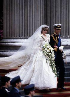 Princess Diana Wedding Dress, Royal Wedding Gowns, Royal Weddings, Princess Kate, Princess Margaret, Princess Style, Prince Charles Wedding, Most Beautiful Wedding Dresses, Beautiful Bride