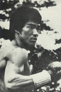 Bruce Lee Martial Arts, Best Martial Arts, Way Of The Dragon, Enter The Dragon, Rare Pictures, Rare Photos, Bruce Lee Real Fight, Bruce Lee Workout, Bruce Lee Pictures