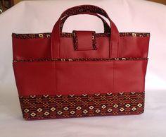 Organiseur de sac, petit sac simili cuir rouge foncé.