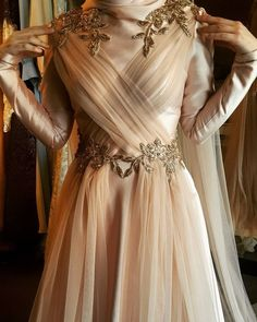 Most fashionable evening dresses models 2019 The most beautiful and newest outfit ideas continue to Hijab Gown, Hijab Evening Dress, Hijab Dress Party, Evening Dresses, Prom Dresses, Muslimah Wedding Dress, Muslim Wedding Dresses, Muslim Dress, Wedding Hijab