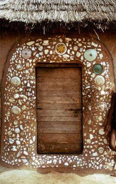 mosaic door fram -- Northern Ghana (Dagomba Region) Photo by Herbert Cole Knobs And Knockers, Door Knobs, Door Handles, Cool Doors, Unique Doors, Entrance Doors, Doorway, When One Door Closes, Tadelakt