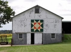 Ohio Star barn quilt - I would love to have this!