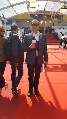 Didier Allouch et sa chemise METIS blanc / bleu nuit au pied des marches du Festival de Cannes